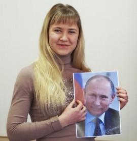 Владимир Путин подарил калужанке свой портрет с автографом