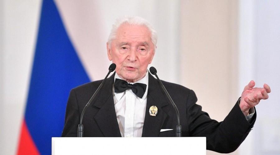 Юрий Григорович - легенда Большого театра. Знаменитому балетмейстеру исполняется 91 год.
